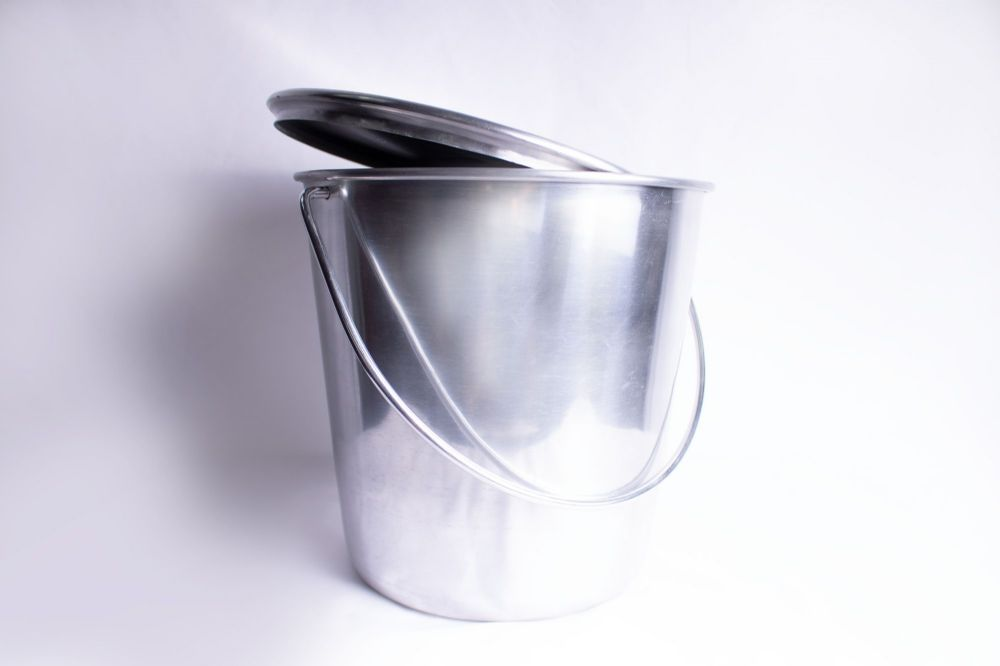 "10""  Aluminium Pail  - 9 Litre with fitting lid & handle"